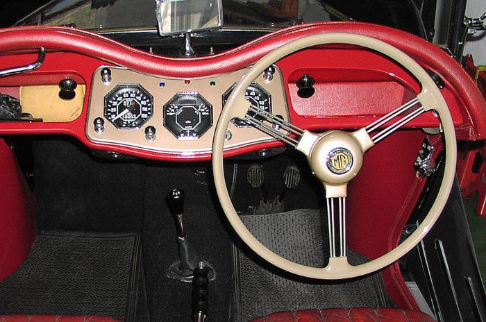 Dash with standard steering wheel