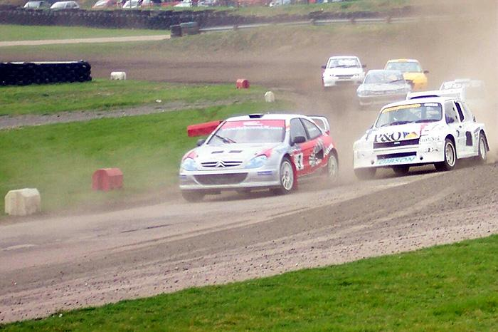 Lawrence Gibson's 6R4 finished second in the Superfinal at Lydden on Easter Monday 28-03-05 - all aginst much newer machinery as you can see.