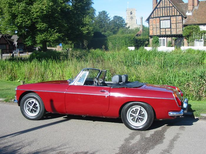 A sunny trip out at Aldbury,a pint and a great drive....heaven!